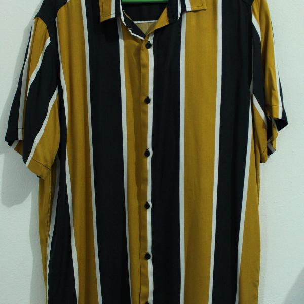 Camisa listrada amarela e preta