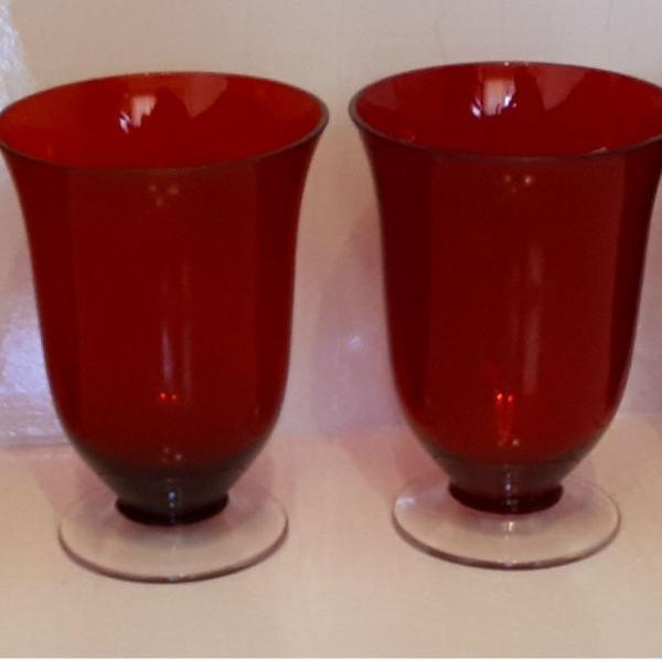 Jogo com 4 enfeites de vidro vasinhos de mesa cor vermelha