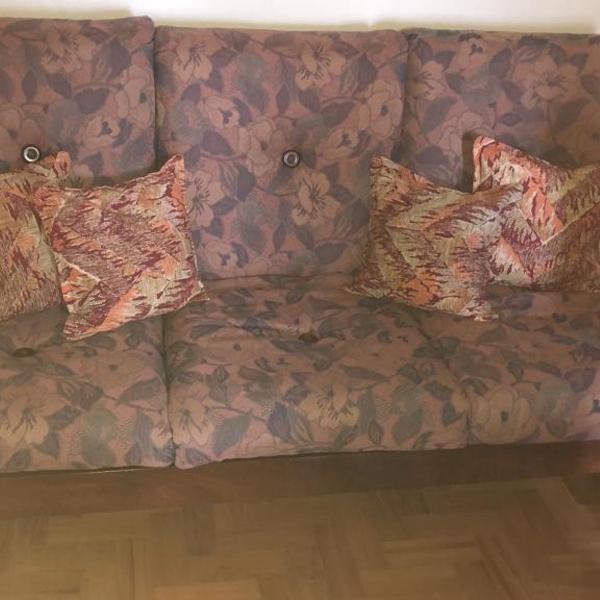 Sofá de três lugares