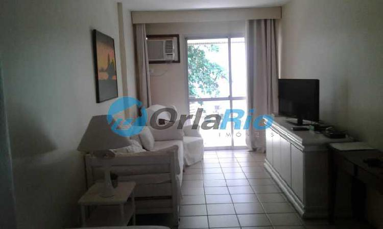 Apartamento com 1 quarto para alugar, 53 m² por r$