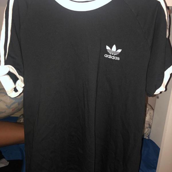 Camisa adidas preta com listras branca