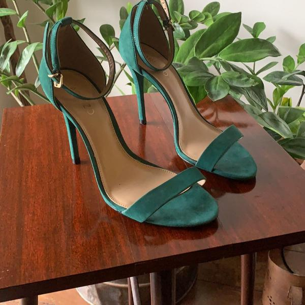 Sandália verde impecável