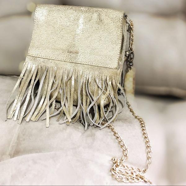 Bolsa transversal de couro dourada
