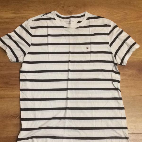 Camiseta tommy hilfiger branca e azul - tam g