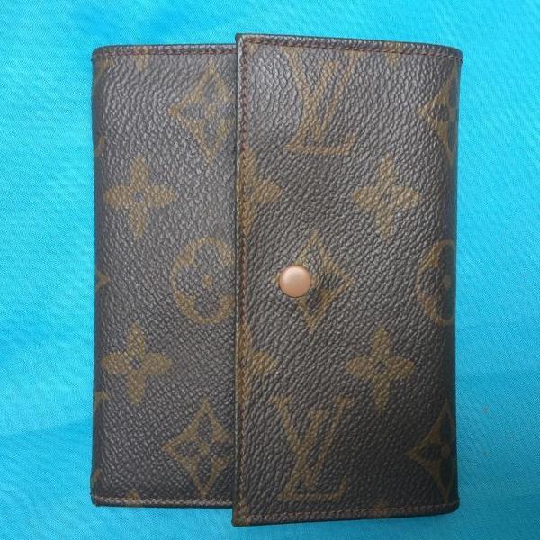 Carteira de couro com porta cheques