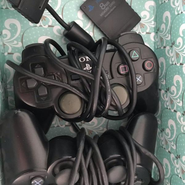 Playstation 2, acompanha 2 manetes e jogos