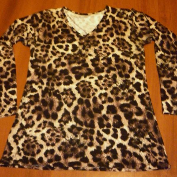 Wild combo!!! blusa + colar !!!