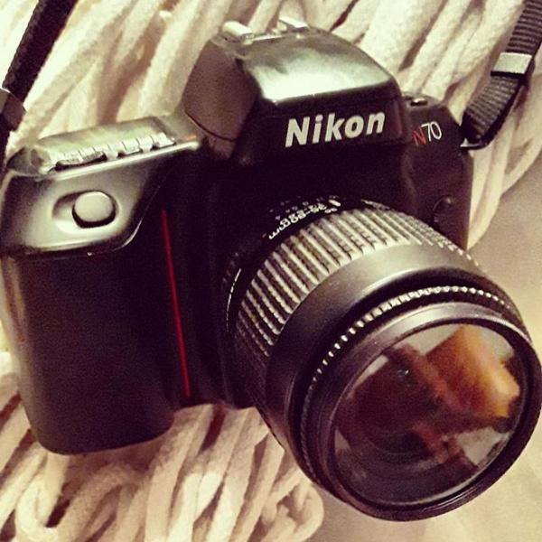 Máquina fotográfica analógica niko n 70