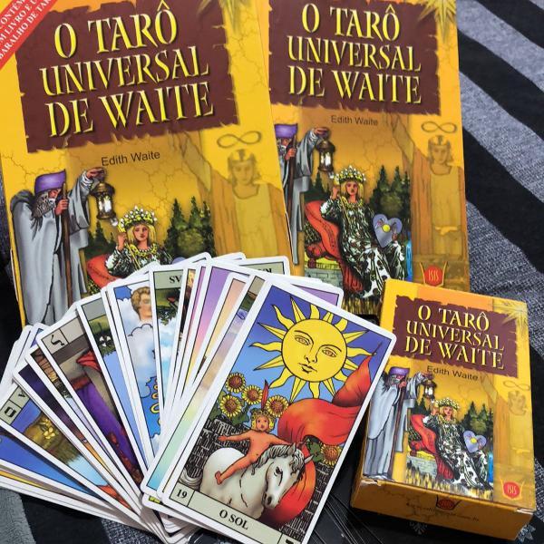 Resultado de imagem para tarot de waite com livro
