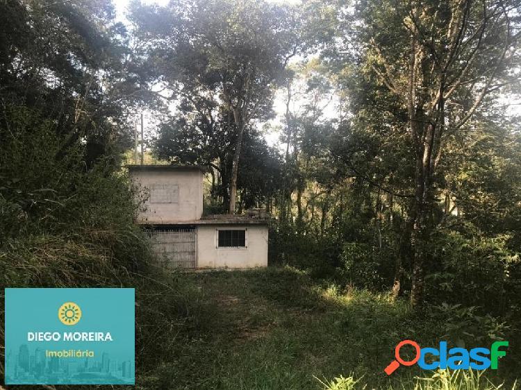 Chácara inacabada, terreno com área total de 2.000 m²