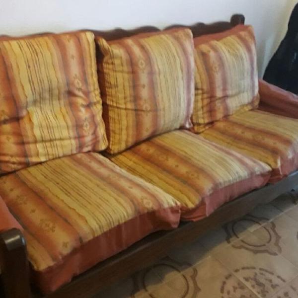 Jogo de sofa de 3 e 2 lugares. madeira rústica, sem
