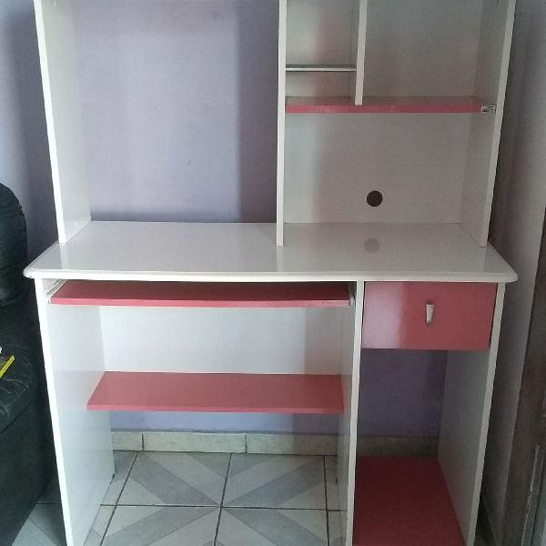 Escrivaninha branco e rosa