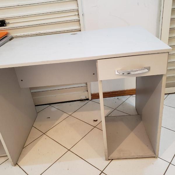 Mesa de escritório - escrivaninha (em ótimo estado de