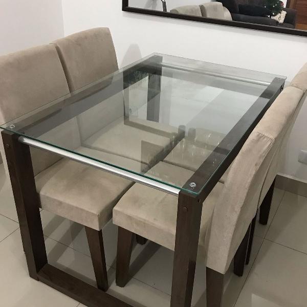 Mesa de vidro 4 lugares com cadeiras em suede
