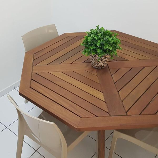 Mesa tok&stok em madeira maciça