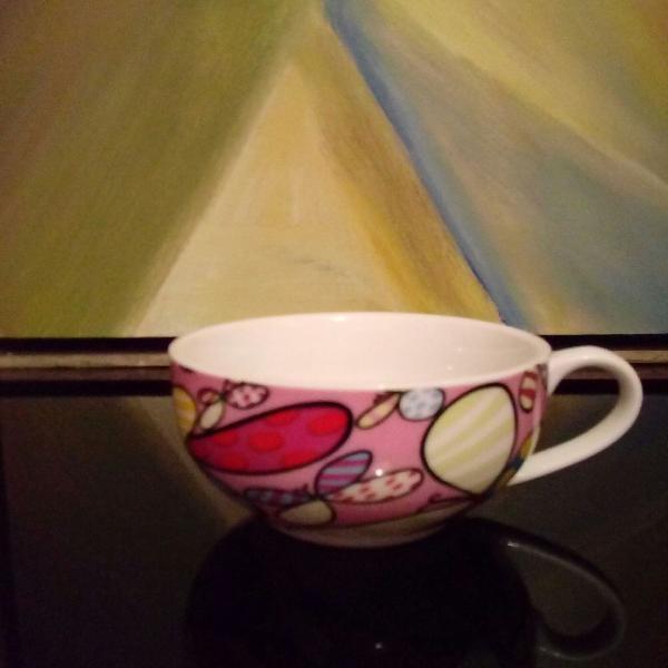 Xícara porcelana branca com estampa externa do romero