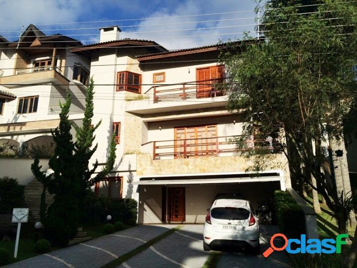 Linda casa com excelente localização no condomínio de arujá 5!!!
