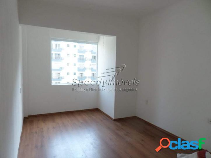 Apartamento em Santos, na orla da praia para venda.