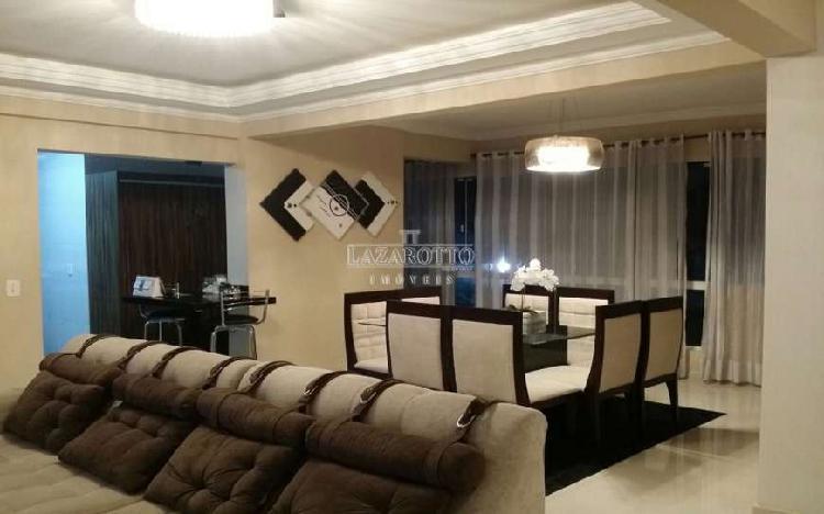 Apartamento com 3 Quartos à Venda, 225 m² por R$ 630.000