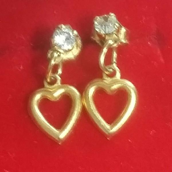 Brinco ouro delicado coração