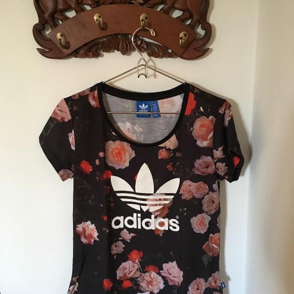 Camiseta floral adidas