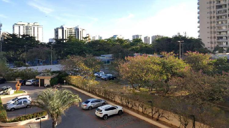 Apartamento com 2 quartos para alugar, 84 m² por r$