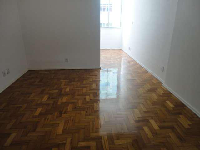 Apartamento com 3 quartos para alugar, 100 m² por r$