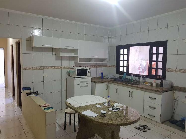 Casa com 2 quartos para alugar, 80 m² por r$ 1.300/mês