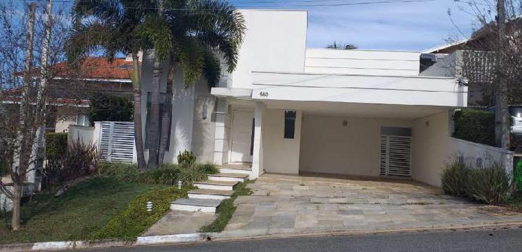 Casa de condomínio com 3 quartos para alugar, 225 m² por