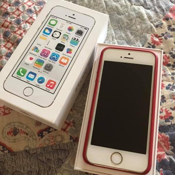 Apple iphone 5s ouro com capinha vermelha emborrachada