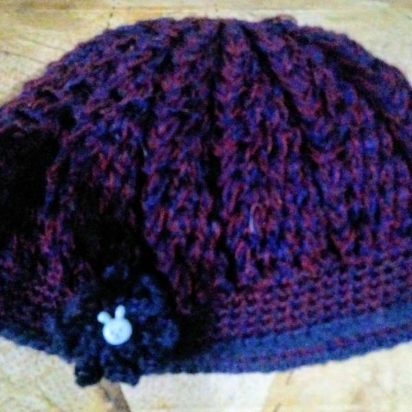 Toucas modernas artesanais de lã ou linha para esquentar e