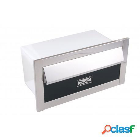 Caixa de correio em inox pequena frente preta e fundo branco