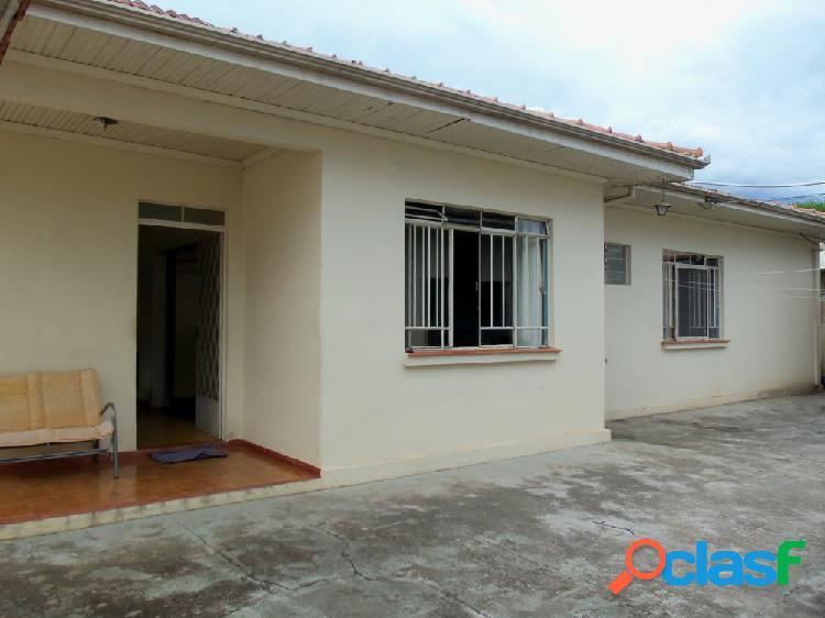 Casa no centro da cidade, com terreno e construção grande. - casa a venda no bairro centro - irati, pr - ref.: di12041