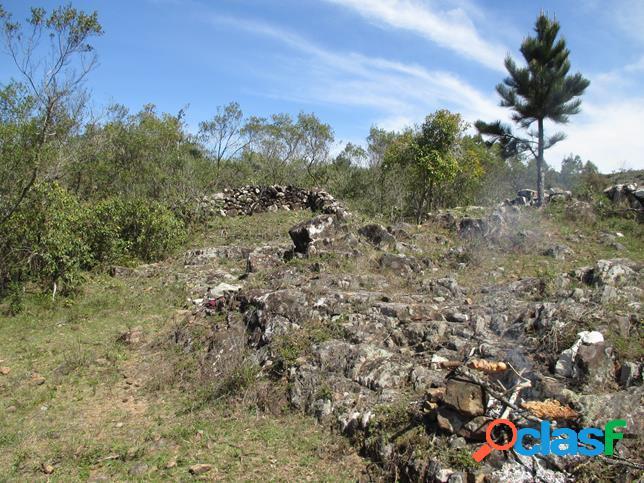 Propriedade Rural, Campo com arroio e antiga muralha - Rural a Venda no bairro Br 293 - Piratini, RS - Ref.: RU002