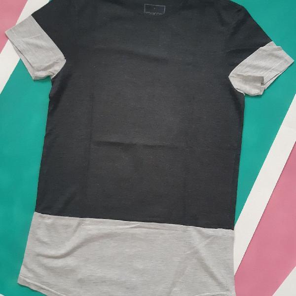Camiseta alongada com recorte na barra youcom