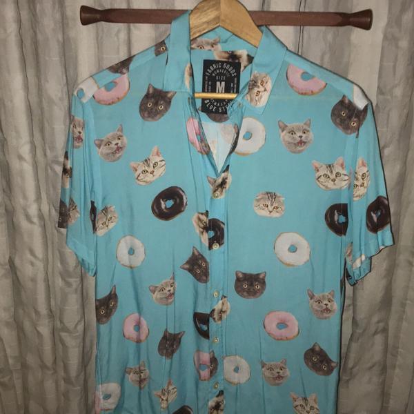 camisa manga curta estampada de botão