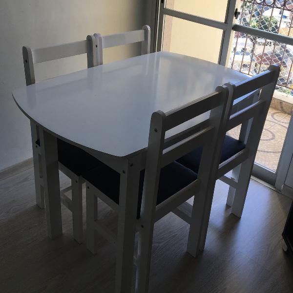 Mesa e 4 cadeiras semi novas
