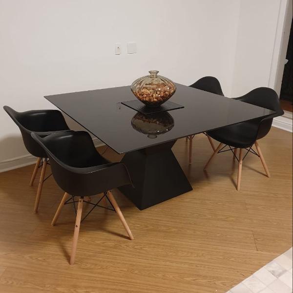 Mesa e cadeiras chiquerrimas
