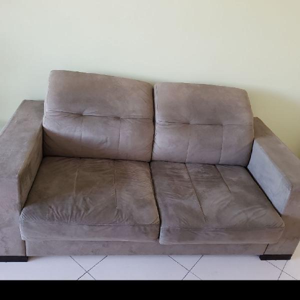 Sofá retrátil com encosto reclinável