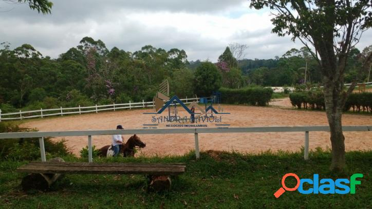Terreno em condomínio com hípica e pensão para equinos.