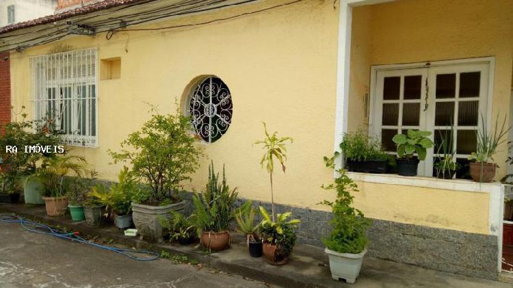 Casa de condomínio com 3 quartos para alugar, 123 m² por