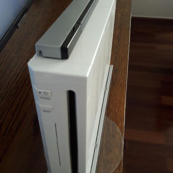Nintendo wii com dois controles. acompanha cabos e manual.
