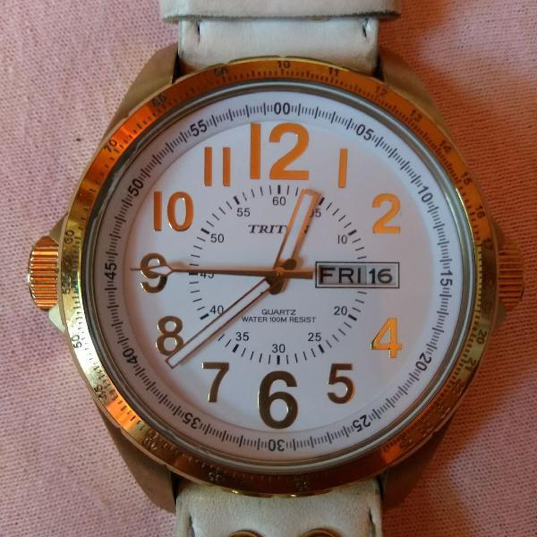 Relógio triton dourado e branco couro