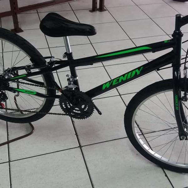 Bicicleta aro 24 com 21 velocidades na faixa de 9/12 anos