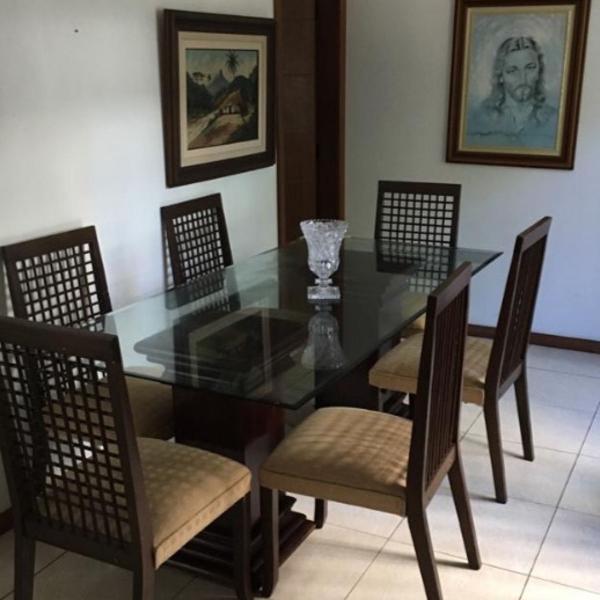 conjunto de mesa de vidro 6 cadeiras e base de madeira