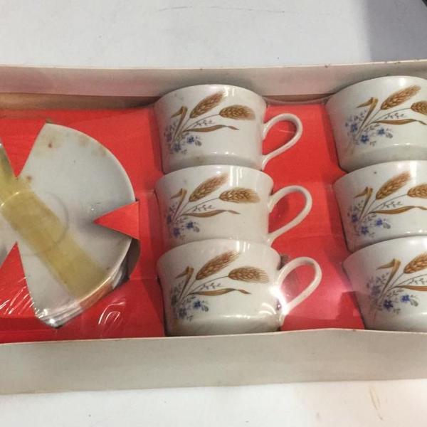 Jogo de chá em porcelana novo belíssimo