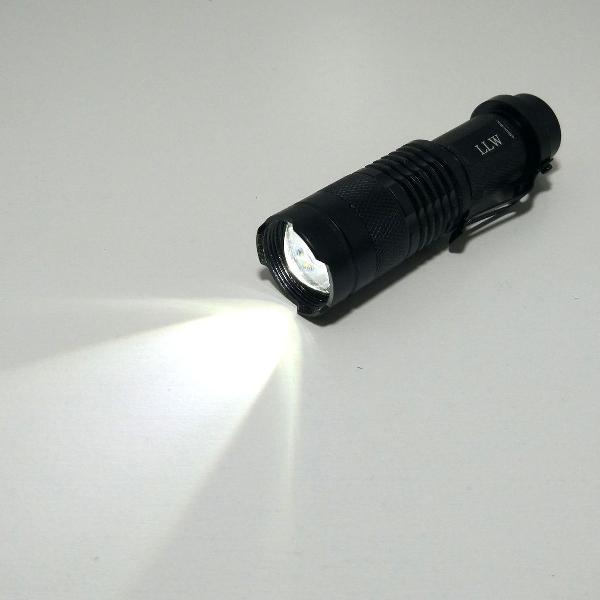 Lanterna tática bateria recarregável 880000w cree super