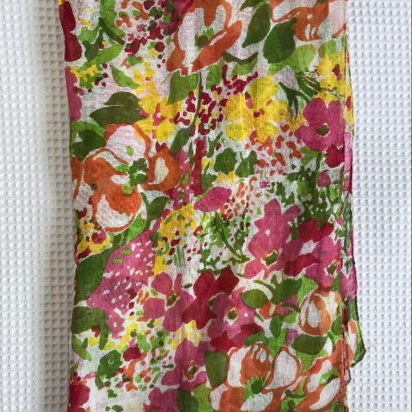 Lenço estampa floral aquarela