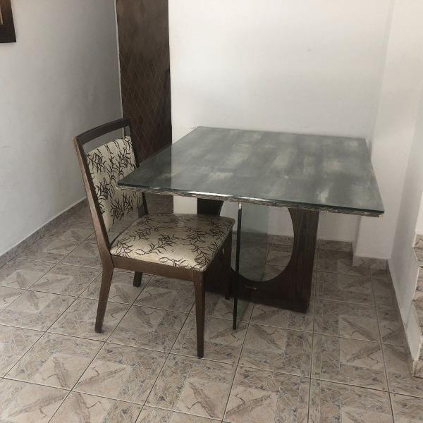 Mesa de jantar quatro cadeiras