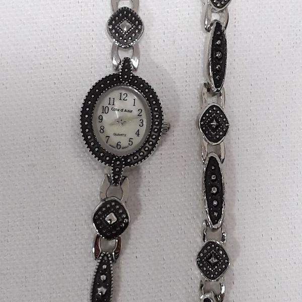 Relógio com pulseira vintage